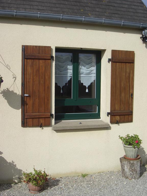 Menuiserie presquile decor fenetres volets portes for Decoration fenetre bois